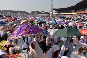 Ribuan warga Nahdliyin mengikuti Istighosah Kubro di Gelora Delta Sidoarjo, Jawa Timur.