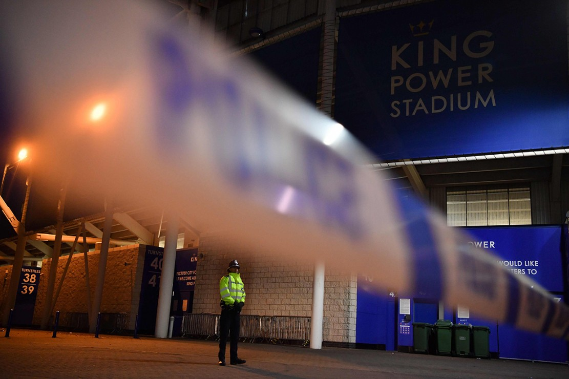 Helikopter Bos Leicester City Jatuh dan Terbakar di Stadion