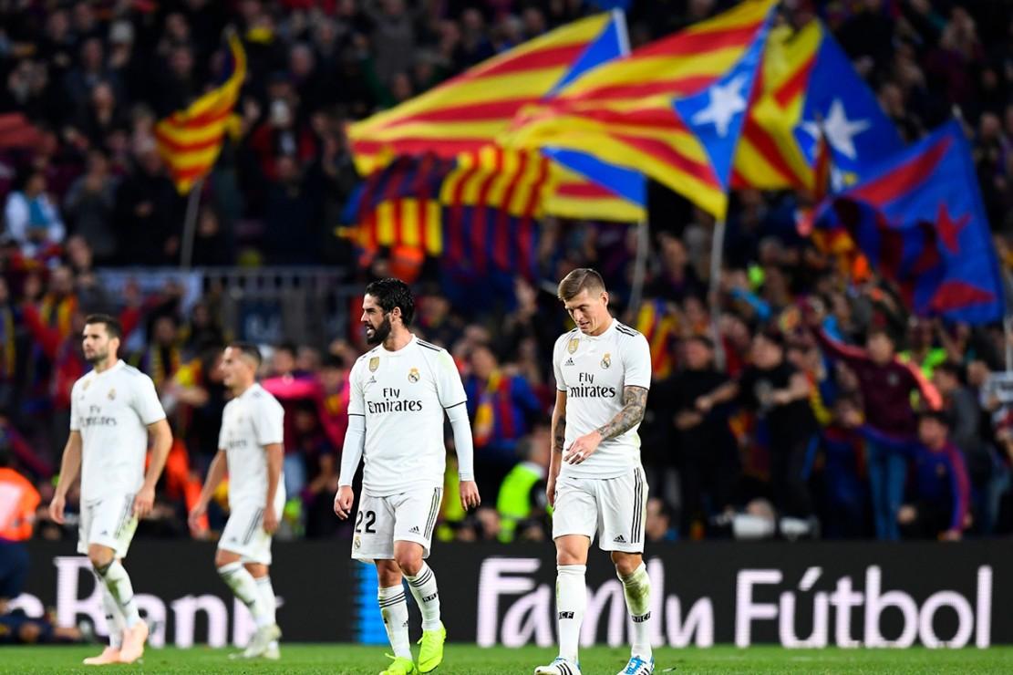 Sedangkan Real Madrid berada di posisi ke-9 dengan 14 poin. Afp Photo/Gabriel Bouys