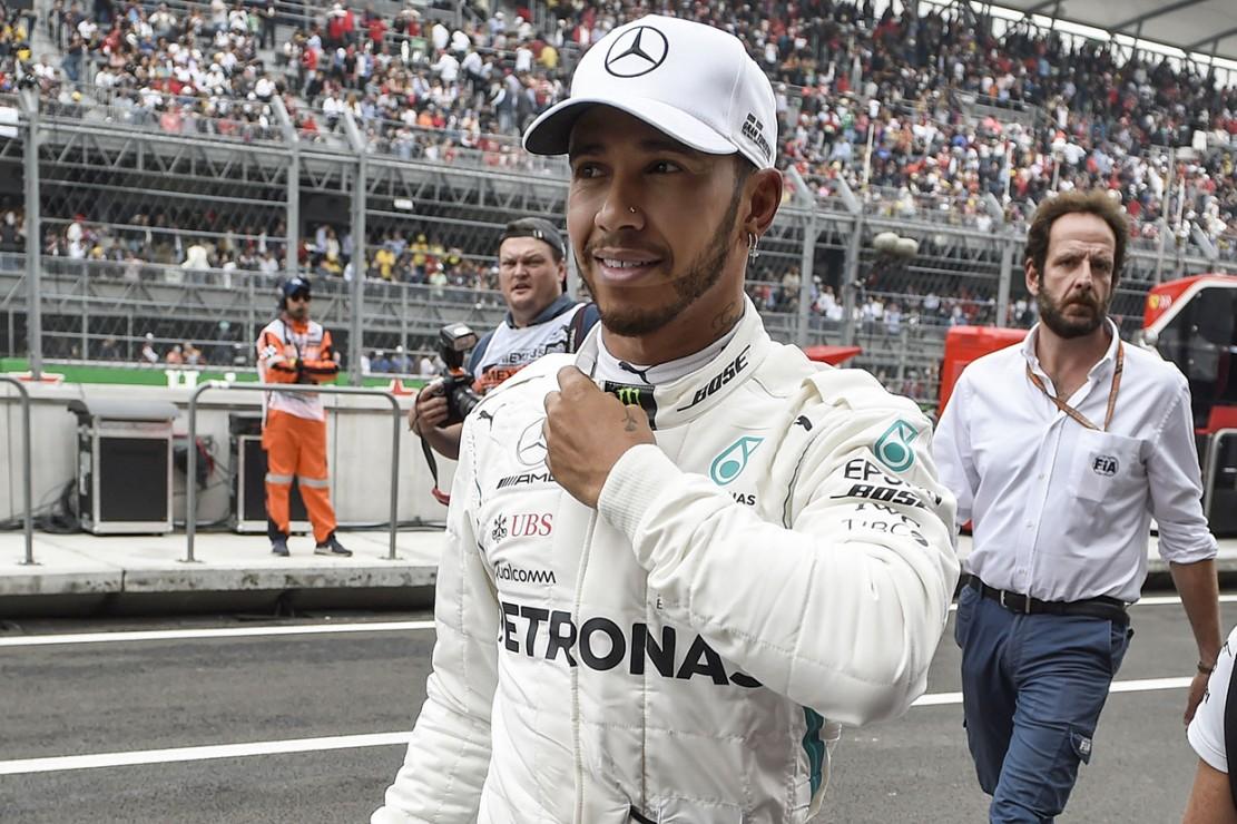 Pebalap Mercedes, Lewis Hamilton, memastikan diri menjadi juara dunia kejuaraan balap Formula 1 setelah GP Meksiko. Afp Photo/Alfredo Estrella