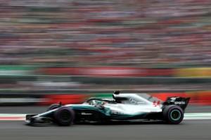 Meski finis di urutan keempat, hasil ini sudah cukup membuat Hamilton meraih gelar juara dunia kelima menyamai rekor Juan Manuel Fangio. Pebalap Inggris itu hanya berjarak dua gelar dari rekor terbanyak yang dipegang Michael Scumacher. Afp Photo/Charles Coates