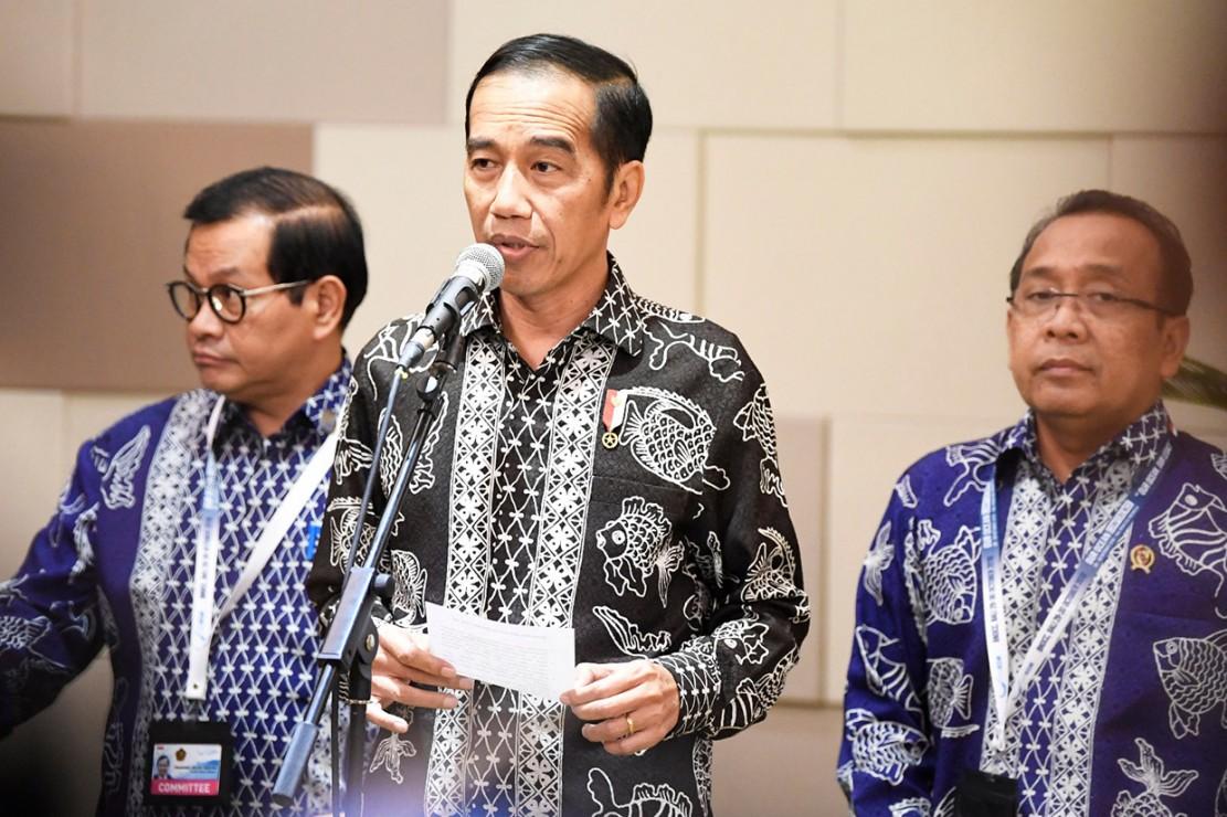 Jokowi menambahkan, untuk saat ini pemerintah masih fokus pada pencarian dan penyelamatan korban. Dia menyampaikan permohonan doa dan dukungan dari masyarakat Indonesia terkait penyelesaian peristiwa ini.