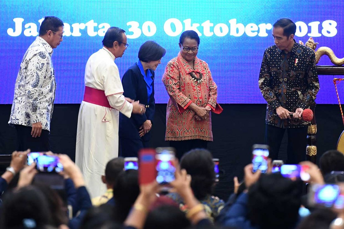 Jokowi Bicarakan Keunggulan Perempuan di Kongres WKRI