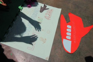 Pelajar berdoa agar seluruh korban jatuhnya pesawat Lion Air JT 610 di perairan Laut Utara Karawang dapat diketemukan dan kepada keluarga korban yang ditinggalkan diberi kesabaran serta kekuatan. Antara Foto/Didik Suhartono