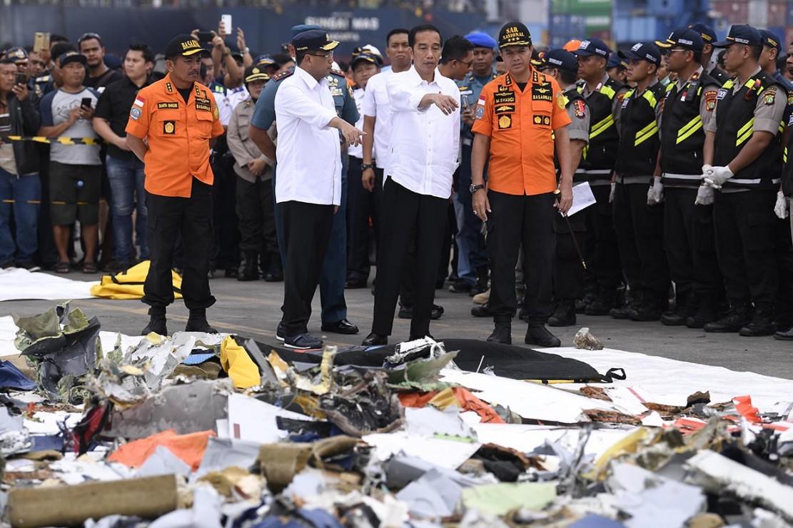 Jokowi tiba pada pukul 16.09 dan disambut Menteri Perhubungan Budi Karya Sumadi, Kepala Badan SAR Nasional Marsekal Madya M Syaugi, dan Panglima Koarmada I Laksamana Muda Yudo Margono.