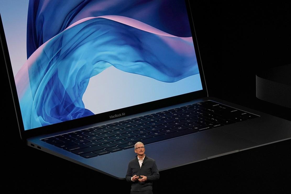 MacBook Air terbaru hadir dengan layar 13,3 inch dengan bezel hitam tipis 50% dari sebelumnya. Layarnya punya 4 juta pixel yang menjanjikan warna lebih tajam. Afp Photo/Timothy A.Clary