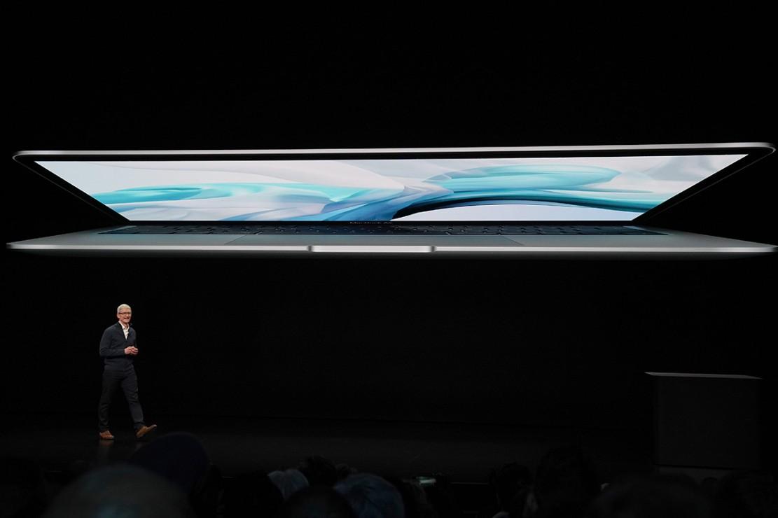 MacBook Air masih mengusung desain yang kecil, bahkan ukurannya kini menyusut 17% dari sebelumnya. Ketipisannya 15,6 mm atau berkurang 10% dari sebelumnya. Afp Photo/Stephanie Keith