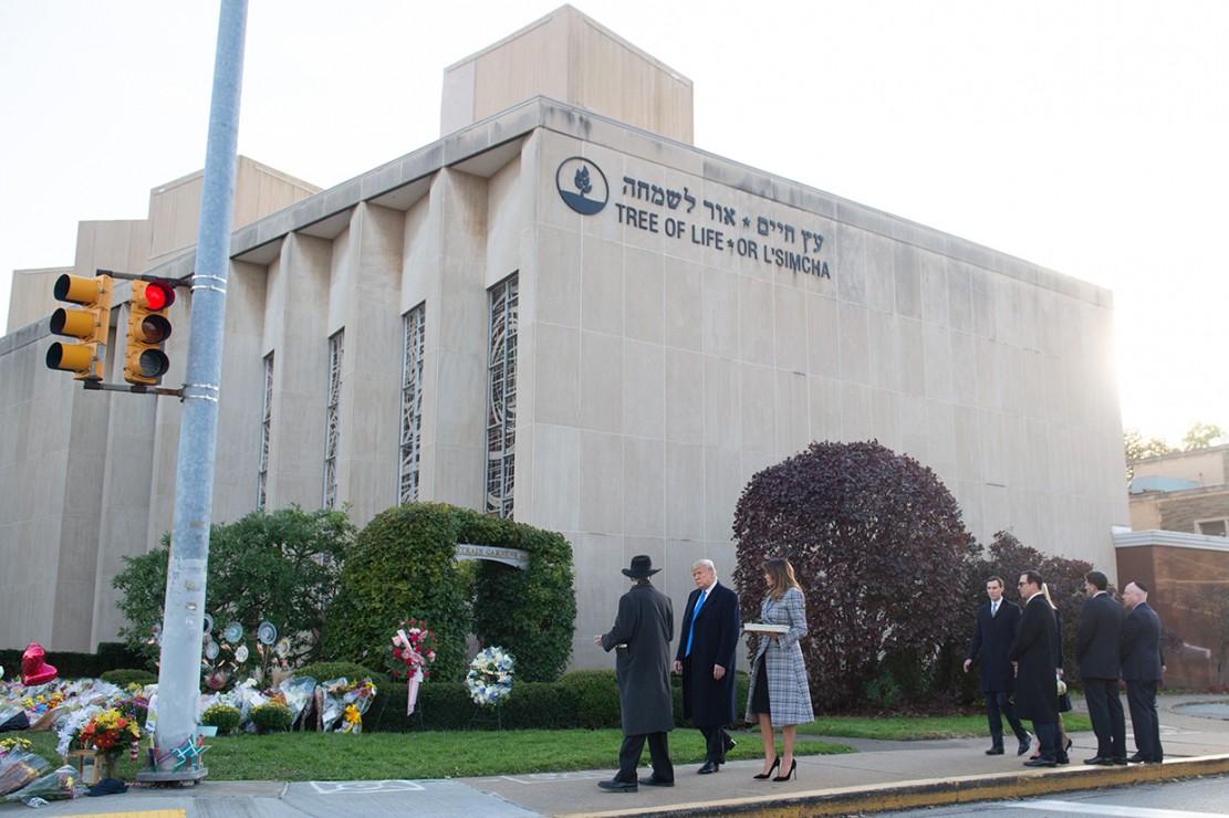 Sebelumnya, penembakan terjadi di dekat tempat peribadatan Yahudi, Sinagoge di Pittsburgh's Squirrel Hill, Amerika Serikat (AS), dan menewaskan 11 orang. Afp Photo/Saul Loeb