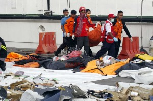 Hingga pukul 16.45 WIB sudah ada tiga kantong jenazah yang sampai di dermaga JICT 2 pada hari ketiga pencarian. Kantong-kantong tersebut langsung di bawa ke RS Polri di Kramat Jati.