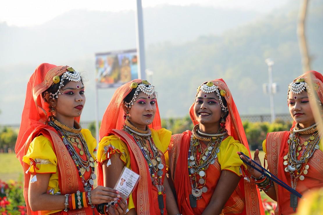 Pertunjukan kembang api, tarian rakyat dan taburan kelopak bunga-bunga mewarnai peresmian patung Sardar Vallabhbhai Patel yang merupakan pahlawan kemerdekaan India ini.