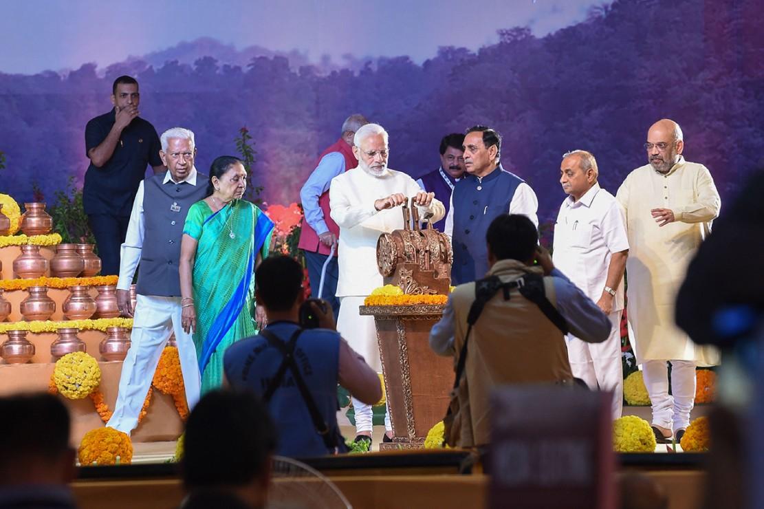 Patung setinggi 182 meter itu diresmikan oleh Perdana Menteri (PM) Narendra Modi.