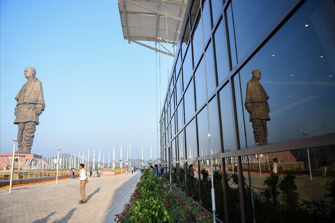 Dengan ketinggian 182 meter, patung tersebut tercatat sebagai patung tertinggi di dunia saat ini. Ketinggian itu sama saja dengan dua kali lipat dari Patung Liberty di New York dan lebih tinggi dari Patung Buddha Spring Temple di China yang memiliki ketinggian 128 meter.