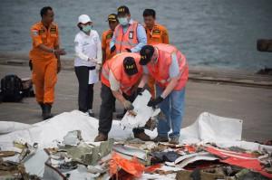 Personel NTSB AS membantu investigasi penyebab jatuhnya Lion Air, mengingat pesawat JT610 adalah jenis pesawat Boeing yang diproduksi oleh Amerika Serikat.