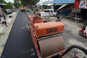 Pengerasan jalan juga dilakukan sebagai upaya rehabilitasi prasarana umum yang rusak akibat gempa bumi, tsunami, dan likuifaksi.