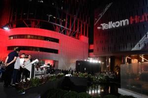 Usai memberikan sambutan, Presiden meresmikan The Telkom Hub dan diikuti oleh pertunjukan video mapping.