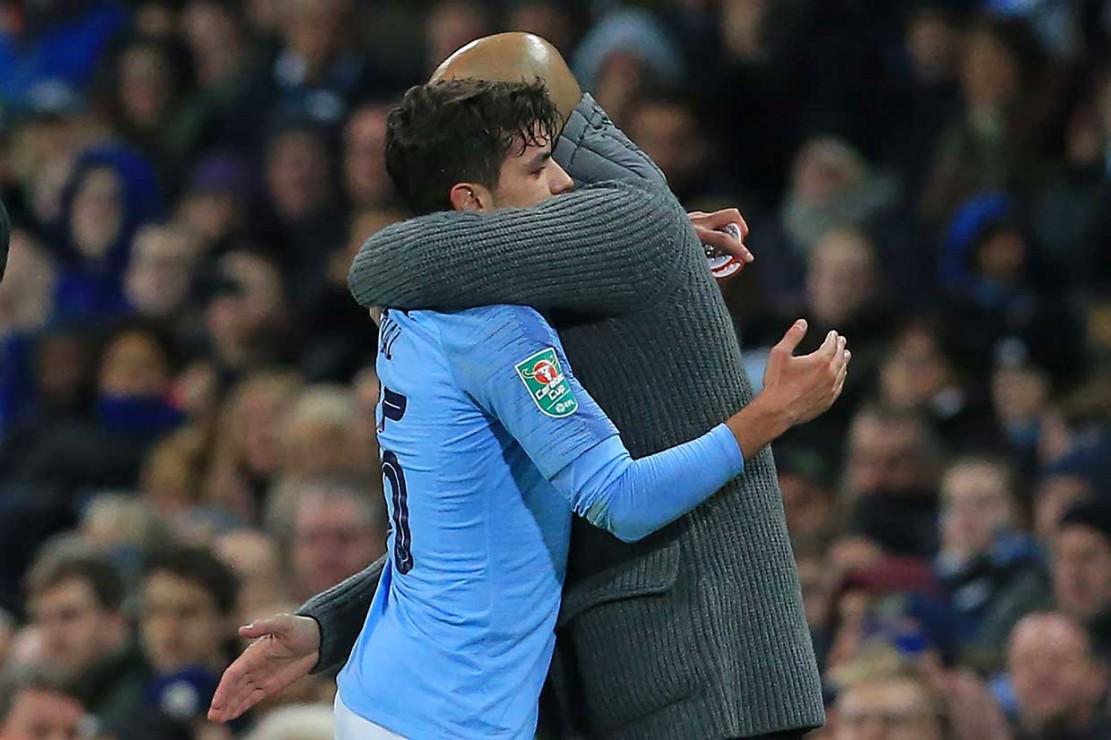 Diaz mendapat pelukan Pep Guardiola setelah tampil mengesankan pada laga tersebut.