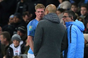 Petaka datang bagi City setelah gelandang andalannya Kevin de Bruyne mengalami cedera lutut di akhir babak kedua. Pemain Belgia itu bertubrukan dengan pemain Fulham Timothy Fosu-Mensah dan jatuh menimpanya pada menit ke-86. De Bruyne kemudian digantikan oleh pemain muda Claudio Gomes.