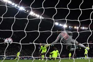 Neymar mengubah skor menjadi 2-0 dengan sepakan kaki kanannya yang sempat terdefleksi pemain lawan pada menit ke-84.