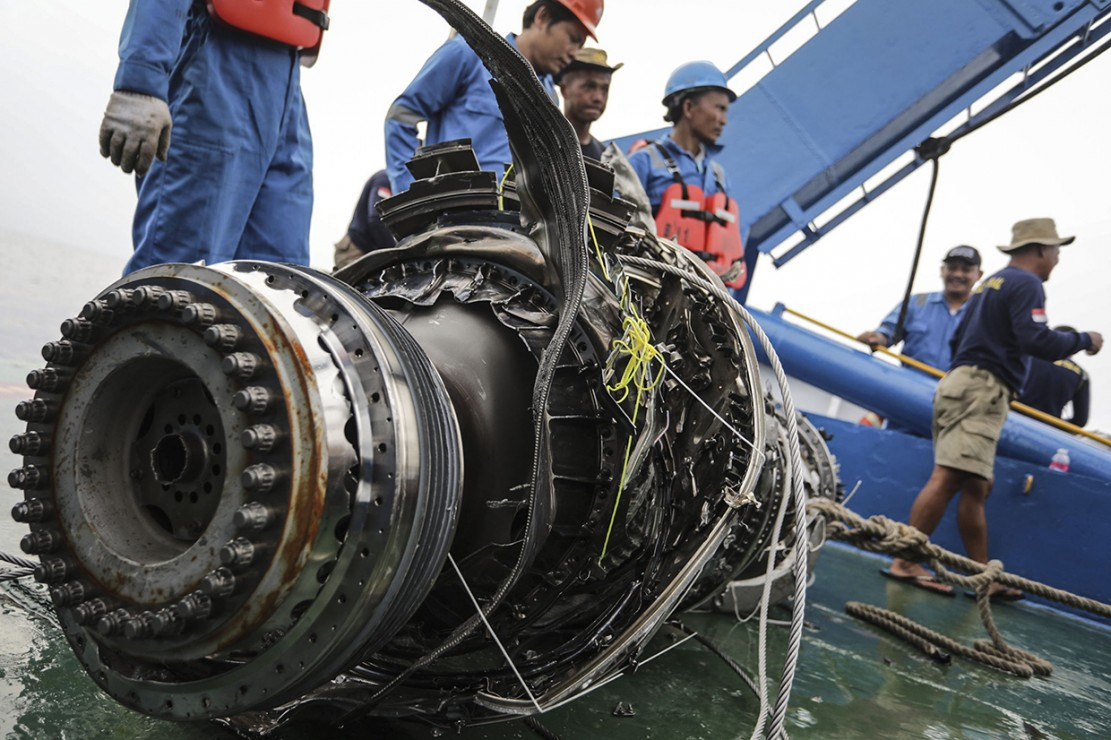 Proses Pengangkatan Mesin Lion Air PK-LQP