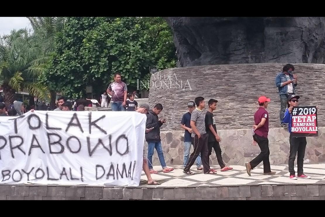 Mereka melakukan aksi protes di beberapa titik seperti Bundaran Simpang Lima Patung Kuda Boyolali, Tugu Susu Murni, dan Gedung Mahesa Dome Boyolali. Mereka membawa beberapa poster yang intinya memprotes pidato Prabowo yang dinilai melecehkan warga Boyolali.