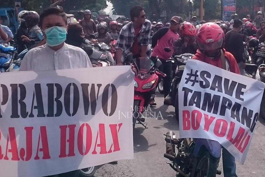 Ribuan warga melakukan orasi dalam aksi bertajuk 'Save Tampang Boyolali'.