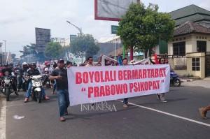 Massa menuntut calon presiden, Prabowo Subianto ditangkap dan diadili karena perkataannya dianggap telah menghina warga Boyolali.