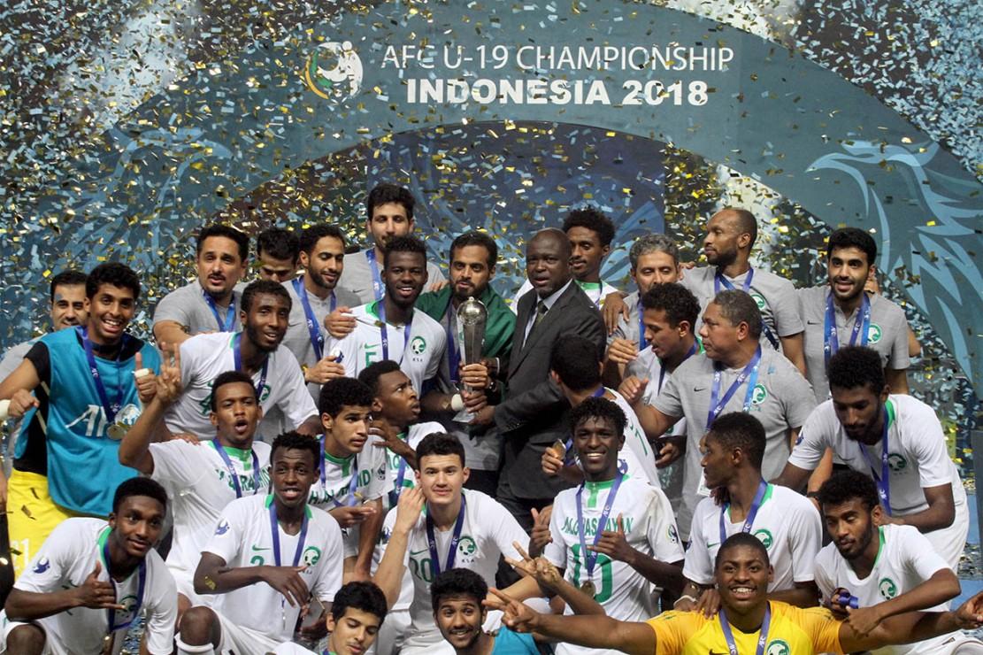 Timnas Arab Saudi melakukan selebrasi kemenangan setelah mengalahakan Korea Selatan pada laga Final Piala Asia U-19 di Stadion Pakansari, Bogor, Jawa Barat.