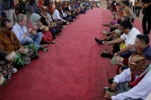 Tema besar festival ini adalah perayaan persahabatan, dan itu ditunjukkan dengan hadirnya duta besar Timor Leste, sejumlah bupati dan sejumlah tamu undangan dari berbagai daerah di Indonesia.