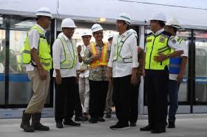 Presiden membagi pengalamannya saat naik MRT yang dirasakannya nyaman dan tak terdengar bising suara.
