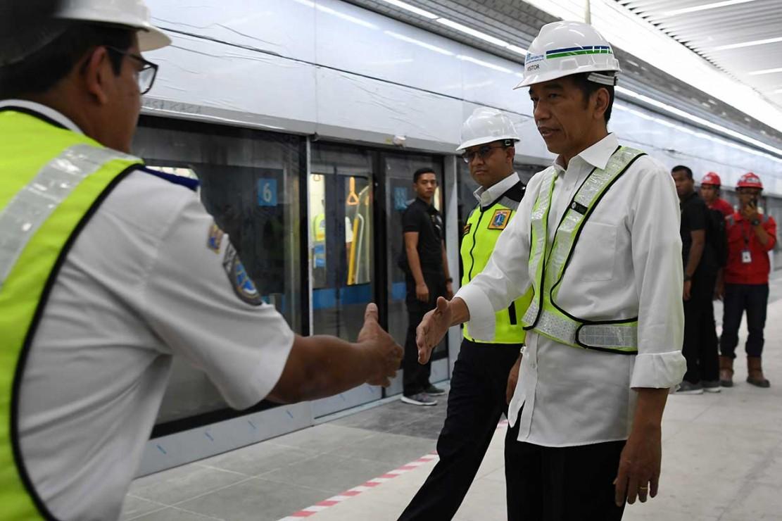 Jokowi Targetkan MRT Beroperasi Maret 2019