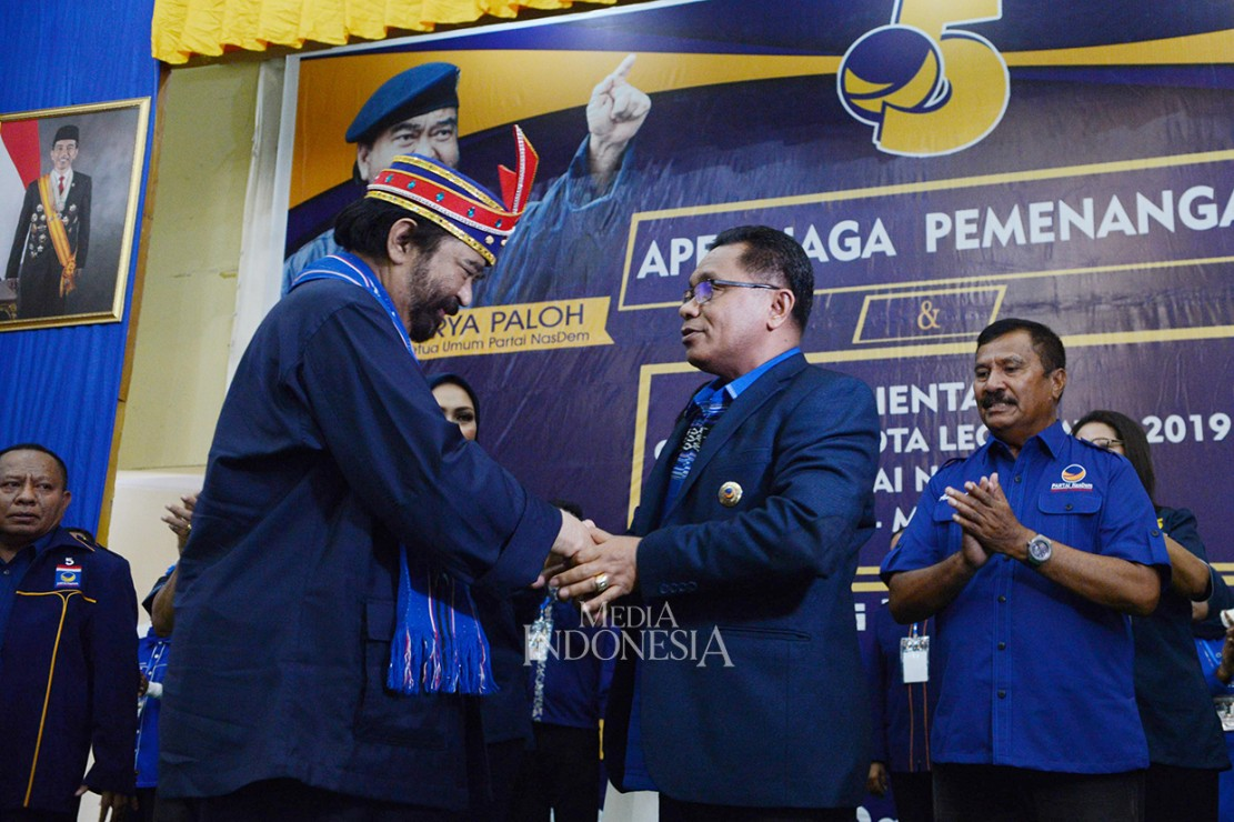Bupati Maluku Tenggara Barat Petrus Fatlolon sebelumnya adalah kader Demokrat.