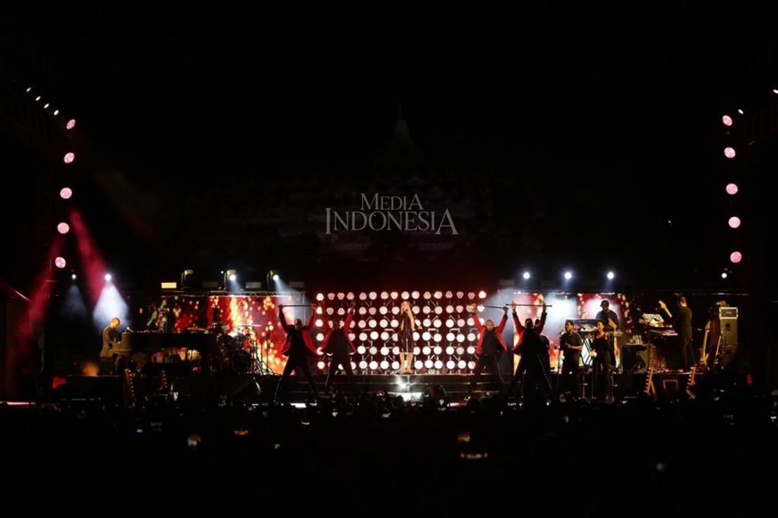 Diva Asal Amerika Serikat Mariah Carey tampil di acara Himbara Borobudur Shimpony 2018 di Kompleks Taman Wisata Candi Borobudur, Magelang, Jawa Tengah.