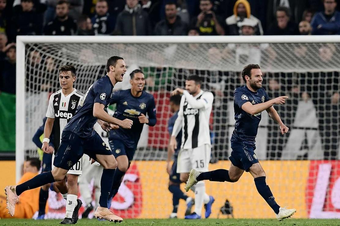 Juan Mata terlebih dahulu menyamakan kedudukan menjadi 1-1 pada menit 86 lewat mengeksekusi tendangan bebas yang tak mampu dijangkau kiper Szczesny, setelah Paul Pogba dilanggar Blaise Matuidi di luar kotak penalti.