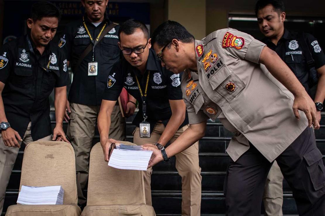 Ratna ditahan sejak 5 Oktober lalu usai ditetapkan sebagai tersangka penyebaran hoaks kasus penganiayaan. Ratna dijerat dengan Pasal 14 Undang-Undang Nomor 1 Tahun 46 tentang peraturan hukum pidana dan Pasal 28 juncto Pasal 45 Undang-Undang Nomor 11 Tahun 2008 tentang Informasi dan Transaksi Elektronik.