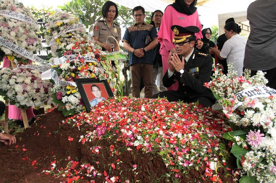 AKBP Sekar Maulana anggota Itwasda Polda Kepulauan Bangka Belitung merupakan salah satu penumpang pesawat Lion Air JT 610 yang jatuh di perairan Tanjung Karawang, Jawa Barat.