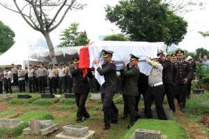 Hingga kini sudah 51 jenazah korban jatuhnya Lion Air JT 610 telah teridentifikasi oleh tim hingga H+11 sejak pesawat nahas itu hilang kontak pada Senin, 29 Oktober. Dari total jumlah jenazah teridentifikasi itu terdiri dari 40 laki-laki dan 11 perempuan.