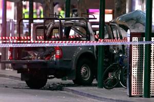 Kondisi mobil yang dibakar pelaku penusukan. AFP Photo/William West.