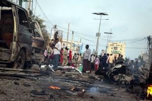 Abdullahi Mohamed, seorang perwira polisi di Mogadishu, mengatakan bahwa tiga ledakan ditujukan ke Sahafi Hotel yang sering dikunjungi pejabat Pemerintah Somalia. Ledakan tersebut lalu diikuti oleh penembakan.