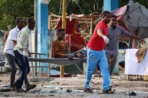 Kelompok gerilyawan Ash-Shabaab, yang berpusat di Somalia, mengaku bertanggung-jawab atas serangan tersebut.