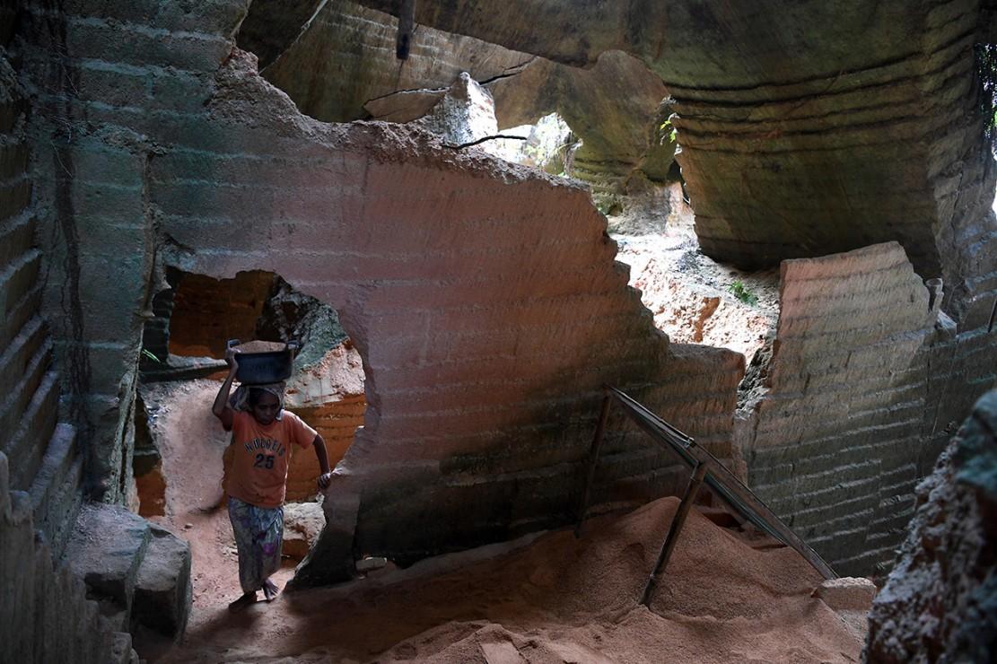 Berwisata ke Tambang Batu Kapur di Madura