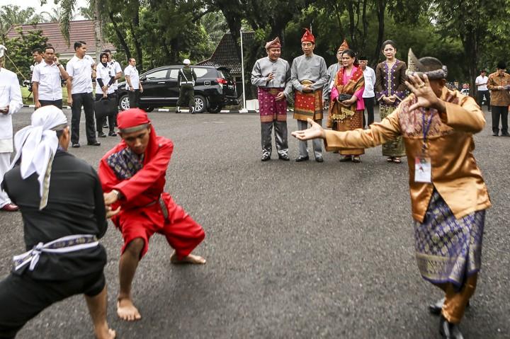Jokowi dan Iriana Dapat Gelar Kehormatan Adat Komering