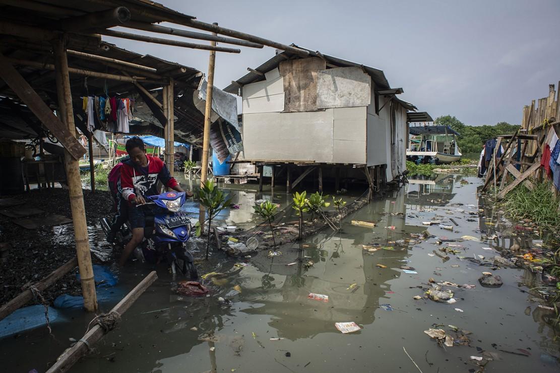 Banjir Rob Landa Kampung Nelayan Muara Angke