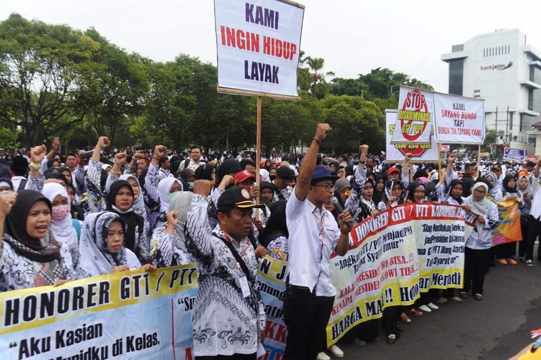 Ribuan GTT di Jember Demo Tuntut Peningkatan Kesejahteraan