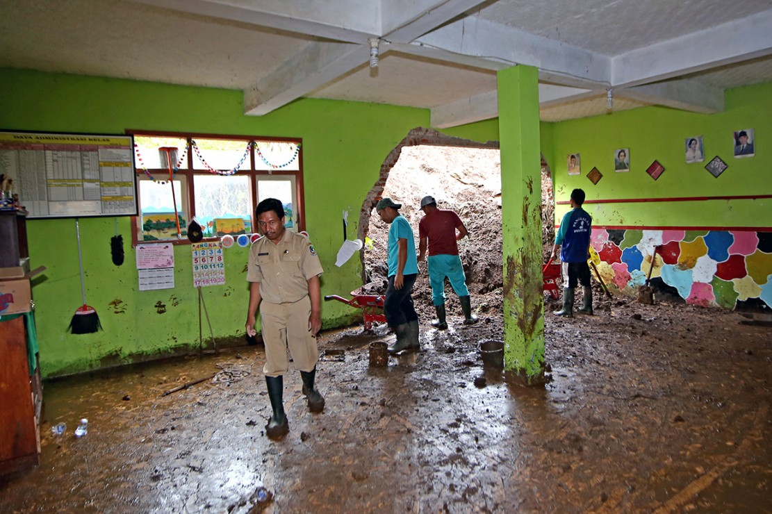 Dinding Sekolah di Banyuwangi Jebol Akibat Longsor