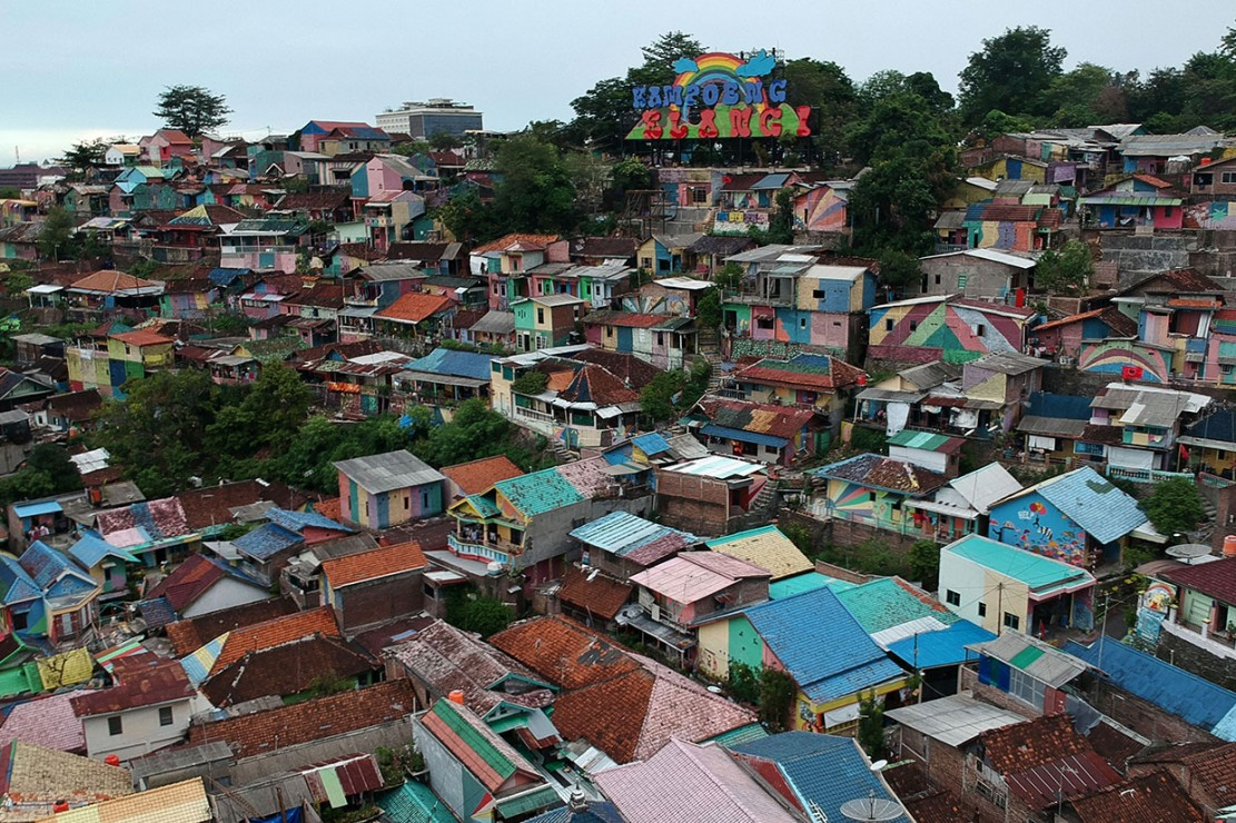 Berwisata ke Kampung Pelangi Semarang