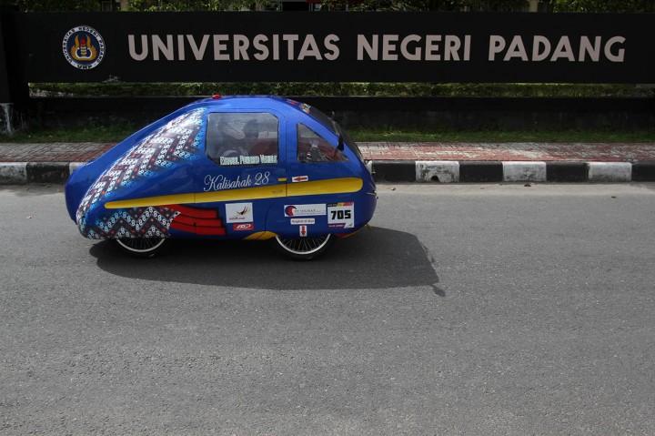 71 Tim Adu Inovasi Mobil Hemat Energi di UNP