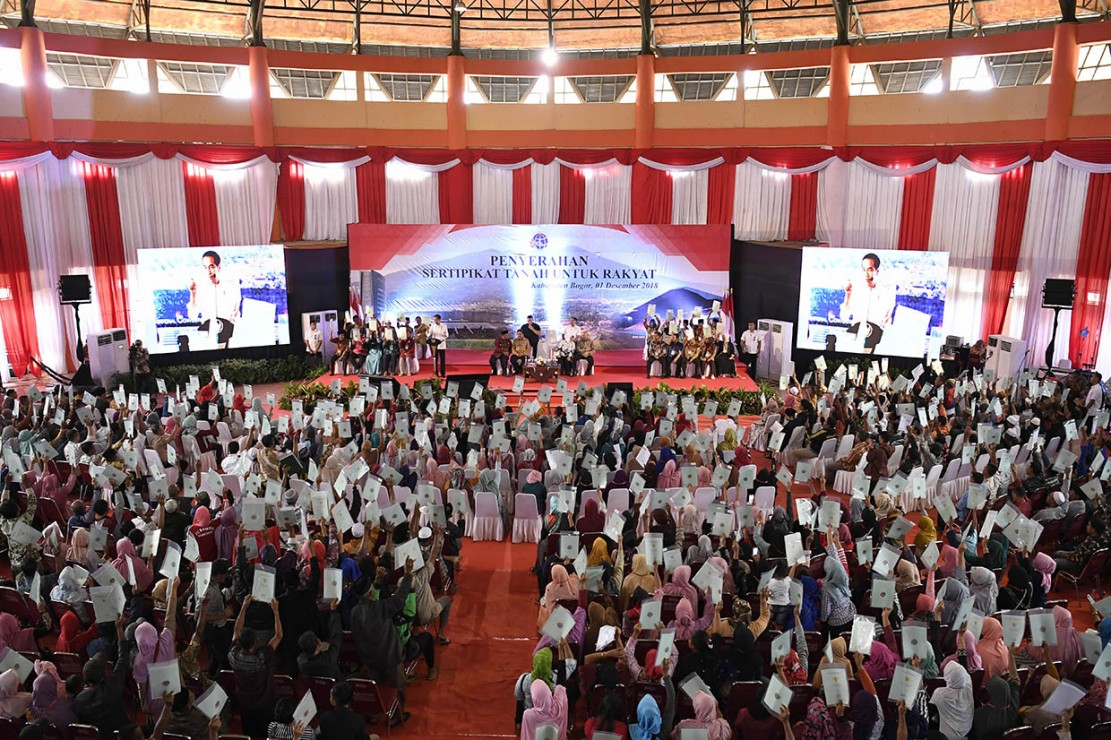 Jokowi Bagikan 3.000 Sertifikat Tanah ke Warga Bogor