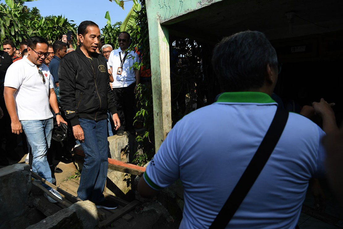 Presiden Tinjau Pemasangan Listrik Warga Prasejahtera Bogor
