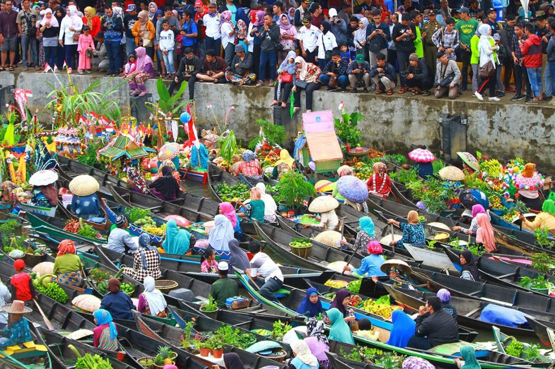 Uniknya Festival Pasar Terapung di Banjar Kalsel