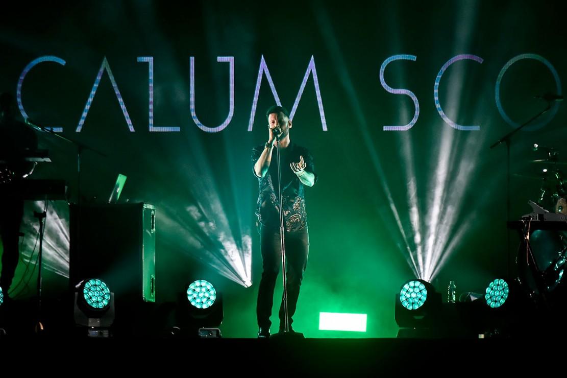 Calum Scott Hipnotis Ribuan Penonton